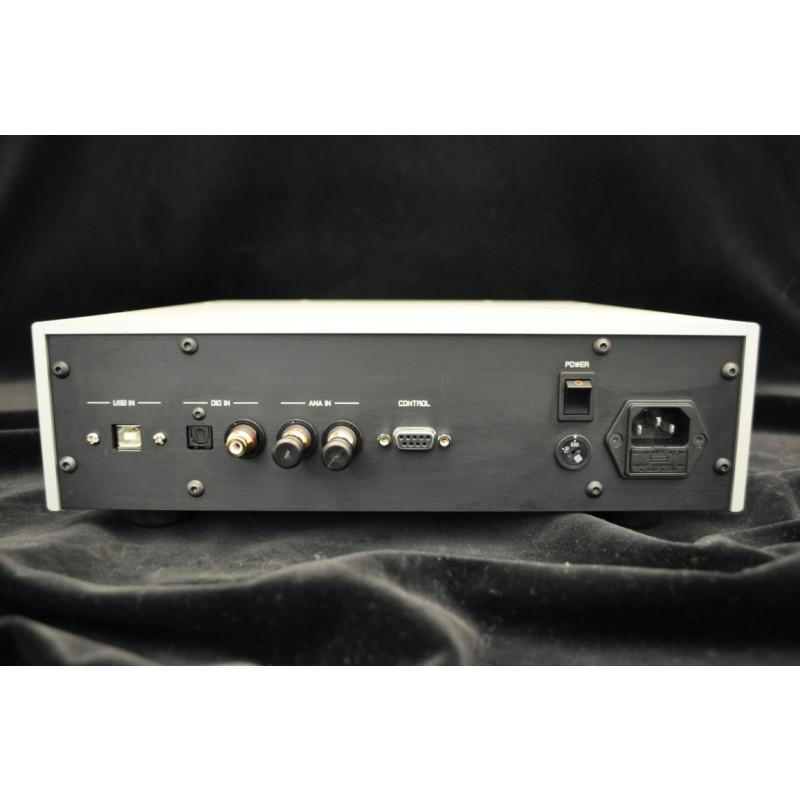 Goldmund THA2 Telos Headphone amp rear